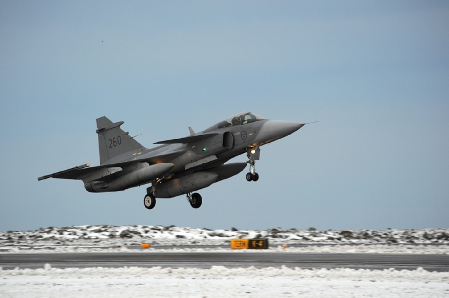 A Swedish JAS Gripen lands in Iceland