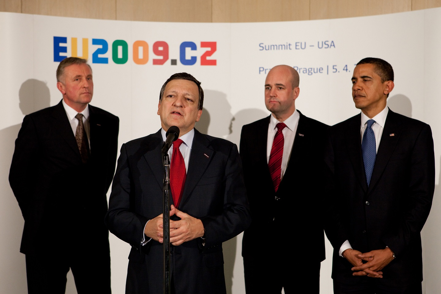 Mirek Topolánek, Czech Prime Minister and President in office of the Council of the EU, José Manuel Barroso, Fredrik Reinfeldt, Swedish Prime Minister, and Barack Obama (from left to right), Prague, April 4, 2009.