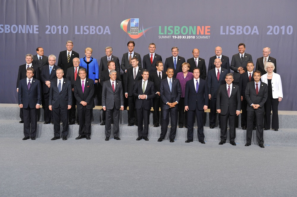 Official portrait following the North Atlantic Meeting at the level of Heads of State and Government, November 19, 2010.